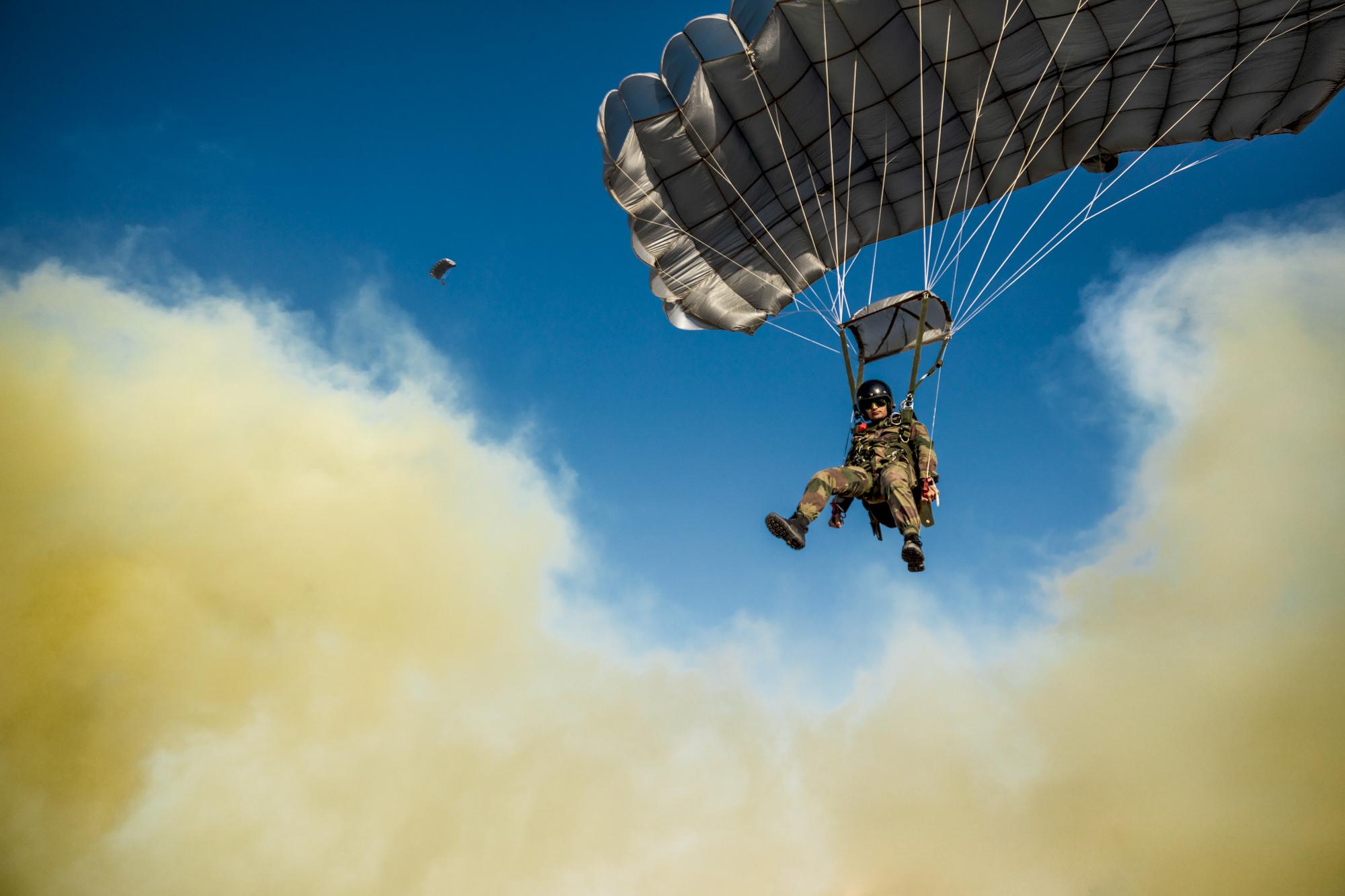 Paratrooper smoke 2