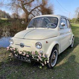 Classic fiat 500 wedding car