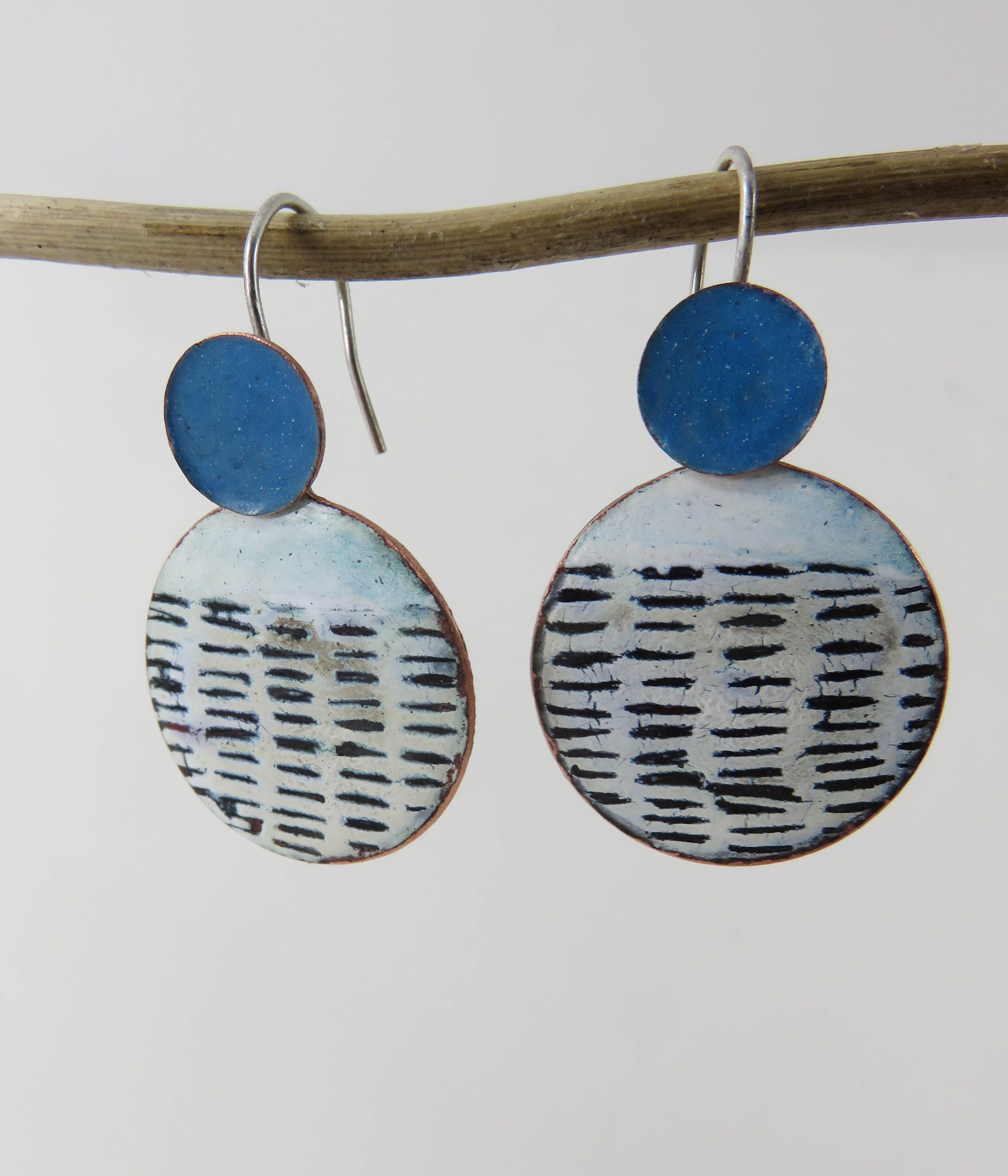 Round line earrings