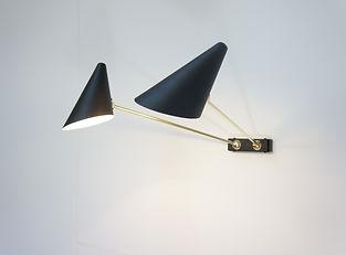 applique-lampe-design-minimaliste-luminaire-orientable- éclairage-tableau-mobile-tendance-2020-sur-mesure-bille-laiton