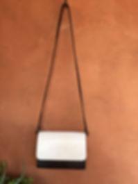 """Le sac """"INFINI"""" avec sa poignée et sa bandoulière: 90,00€ Les rabats 25,00 € pièce. Les cuirs sont italien, espagnol, portugais. Pour tout renseignement laissez moi un message sur """"Ange & Mary"""" (Facebook), je vous répondrai dans l'heure."""