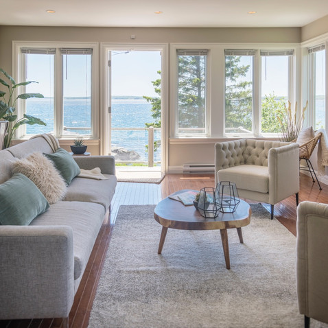 Views from cosy oceanfront retreat