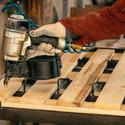 Reparatur von Holzpaletten