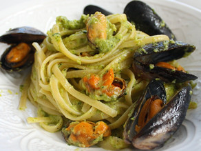 Linguine with courgette pesto and mussels