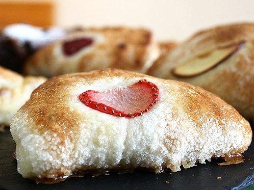 Conchiglia with crema pasticcera and strawberries