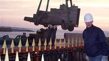 Het vervoeren van de kanonaffuiten op de Boulevard en bij standbeeld Michiel de Ruyter .