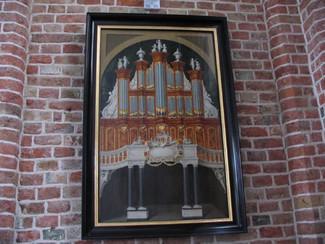 Schilderij Van Os-orgel na restauratie terug in de Sint Jacobskerk te Vlissingen.