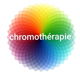 Méthode d'harmonisation, accompagne naturellement par les couleurs, qui correspondent à des vibrations, à différentes vitesses de longueurs d'ondes et des rythmes. Ces vibrations exercent une influence physique, psychique et émotionnelle, dont nous ne sommes généralement pas conscients, mais cet ascendant permet à l'Energie en nous, d'atteindre un état menant vers la stabilité et l'Harmonie.  En visualisation associée à l'Aromathérapie ou stimulation de l'odorat en COULEURS pour aider au recentrage, se reconnecter  au ressenti et la connexion directe aux émotions, afin d'apaiser le mental. Les odeurs et la vibration des huiles essentielles sont issues des plantes aromatiques, afin améliorer la santé et le bien-être, voire aider pour certaines pathologies.