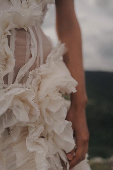 {Luisa} Robe corsetée en organza et taffetas de soie lavés, froissés puis pressés. À partir de 5000€  Photo: Coco Egia Copyright: Sylvain Estran Atelier