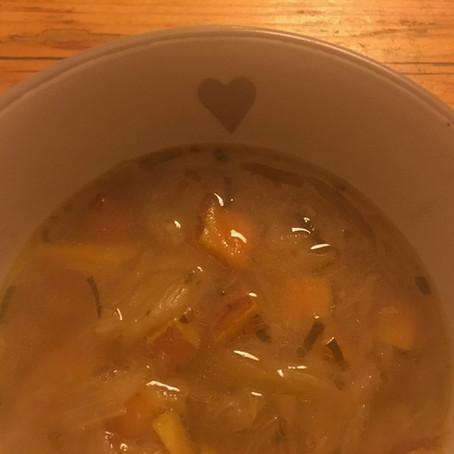 Édes fehér salátahagyma leves zsályával / Sweet White Onion Soup with Sage