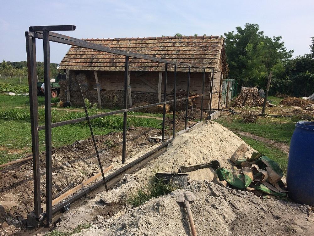 Új kerítés elhúzható kapuval / New fence with sliding doors