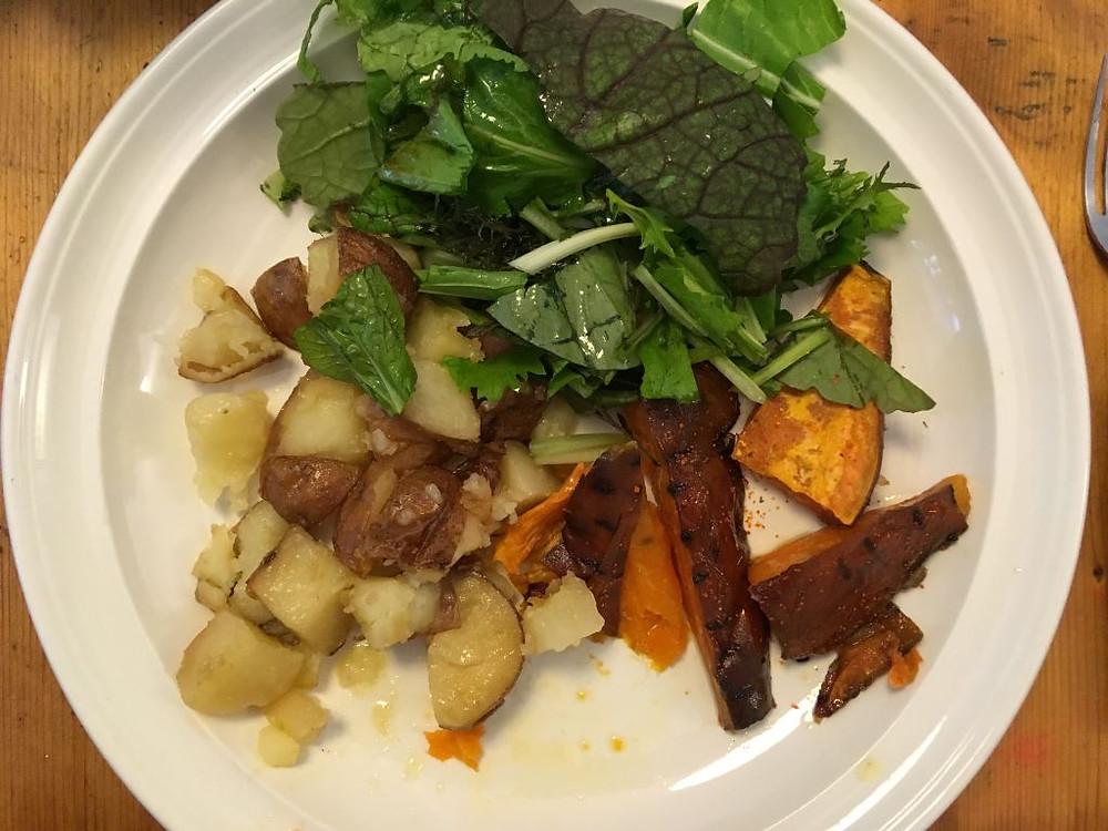 Sült burgonya oriental salátával