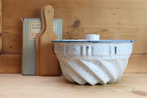 Beautiful Vintage Cake Tin