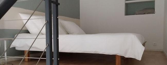 chambred'hôteleclosdutheron-suite-lit3.j