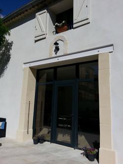 Entrée grande baie vitrée du Clos du Théron, chambre d'hôtes à Cournonterral, Hérault