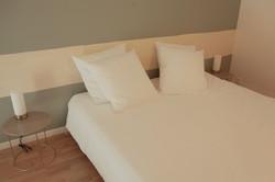 chambre d'hôte leclosdutheron-suite-lit.