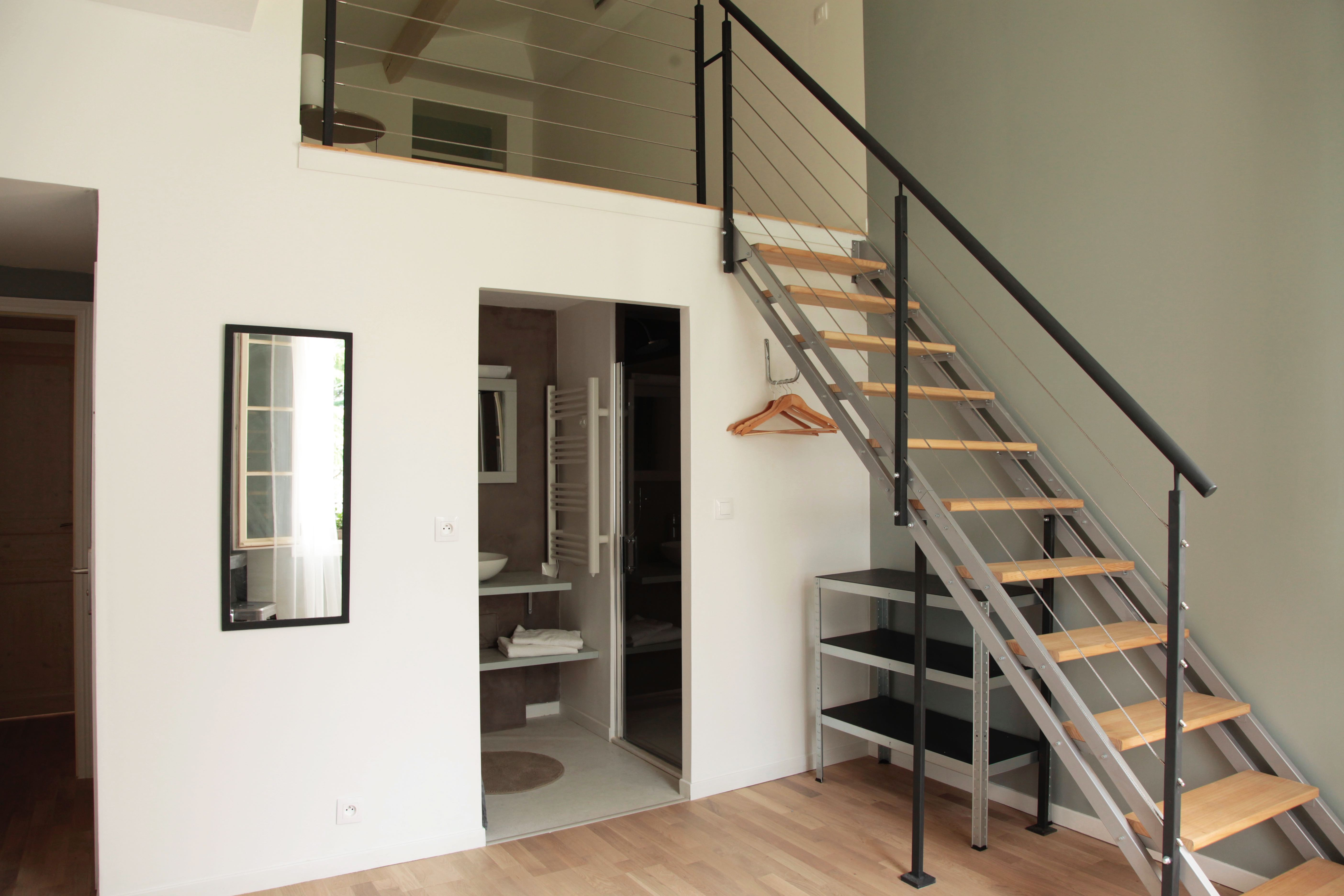 Mezzanine - Salle d'eau et escalier
