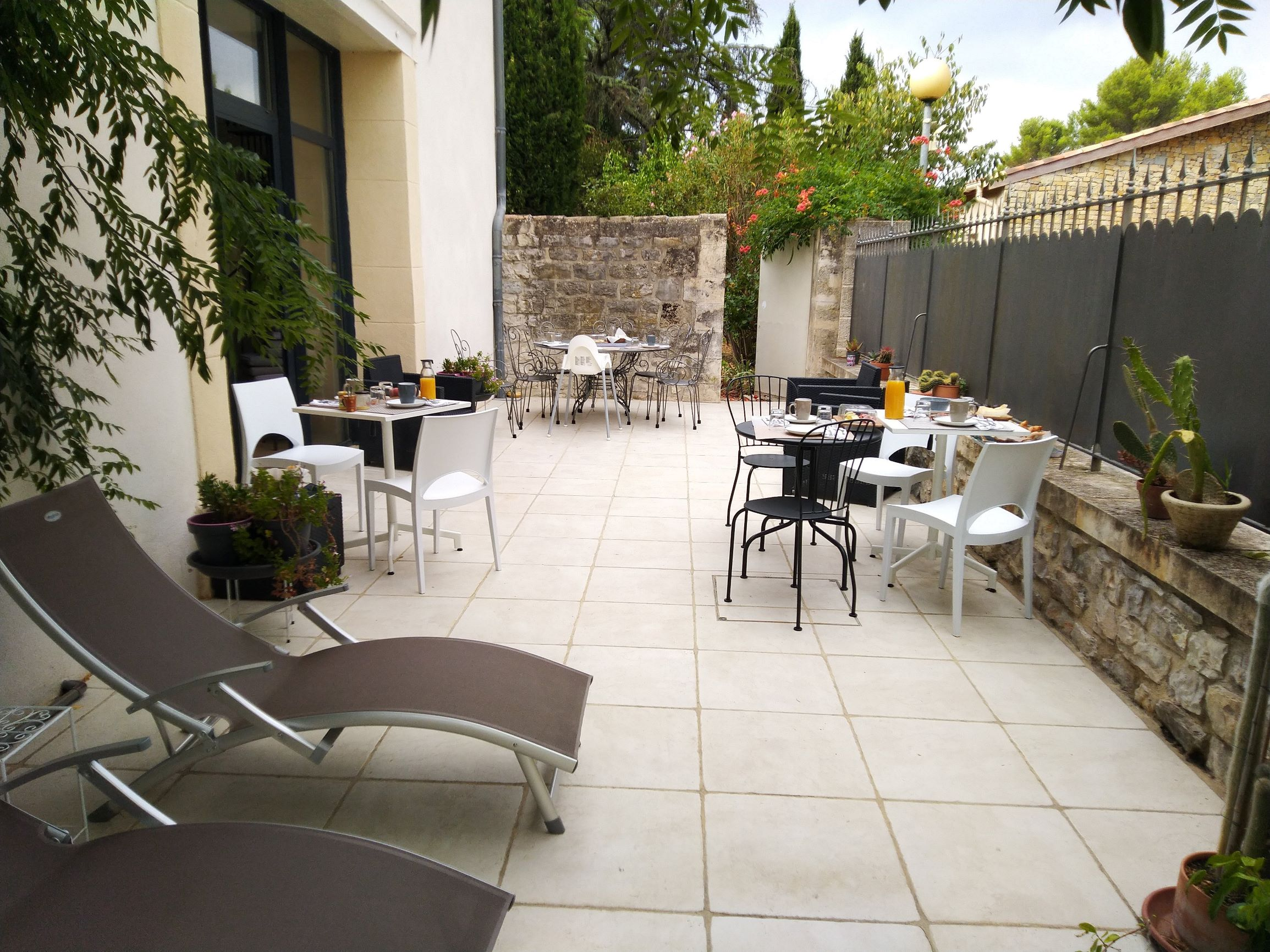 bed and bedrooms Le Clos Du Theron France Herault.  breakfast terrasse