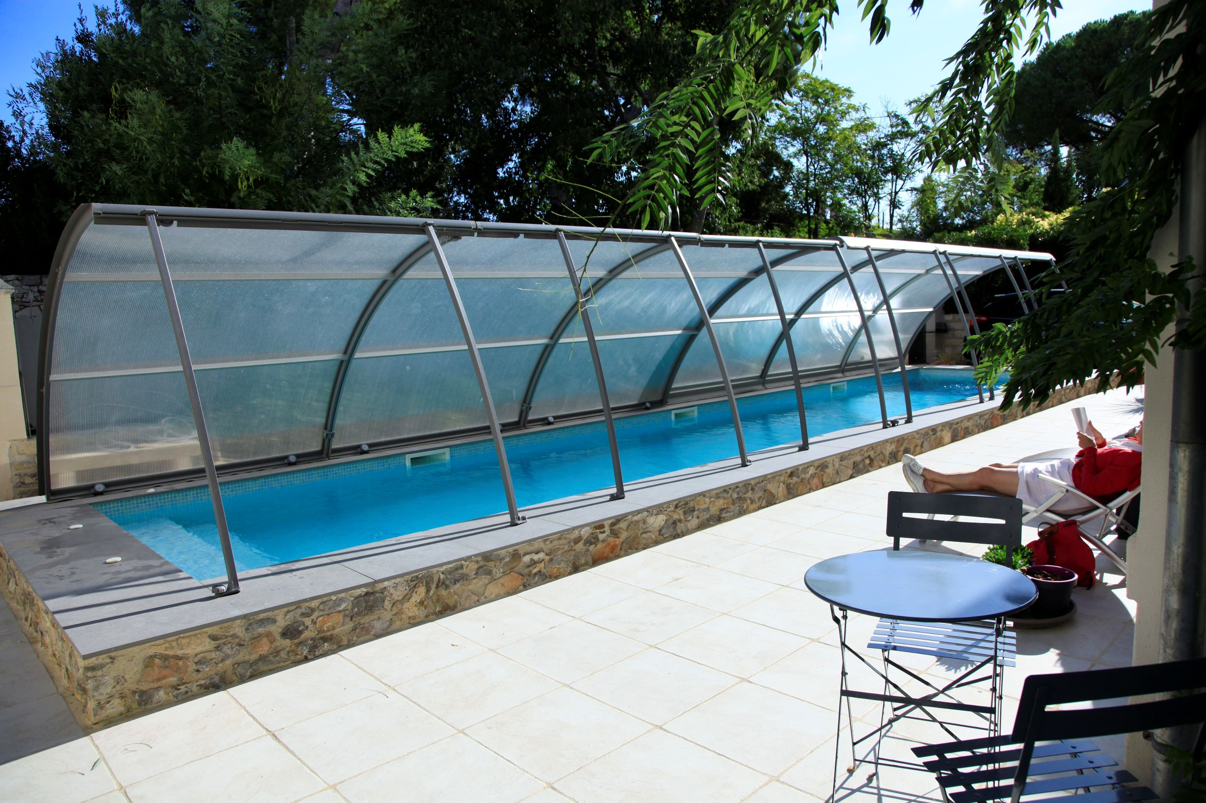 bed and bedrooms Le Clos Du Theron France Herault. swimming pool and terrasse