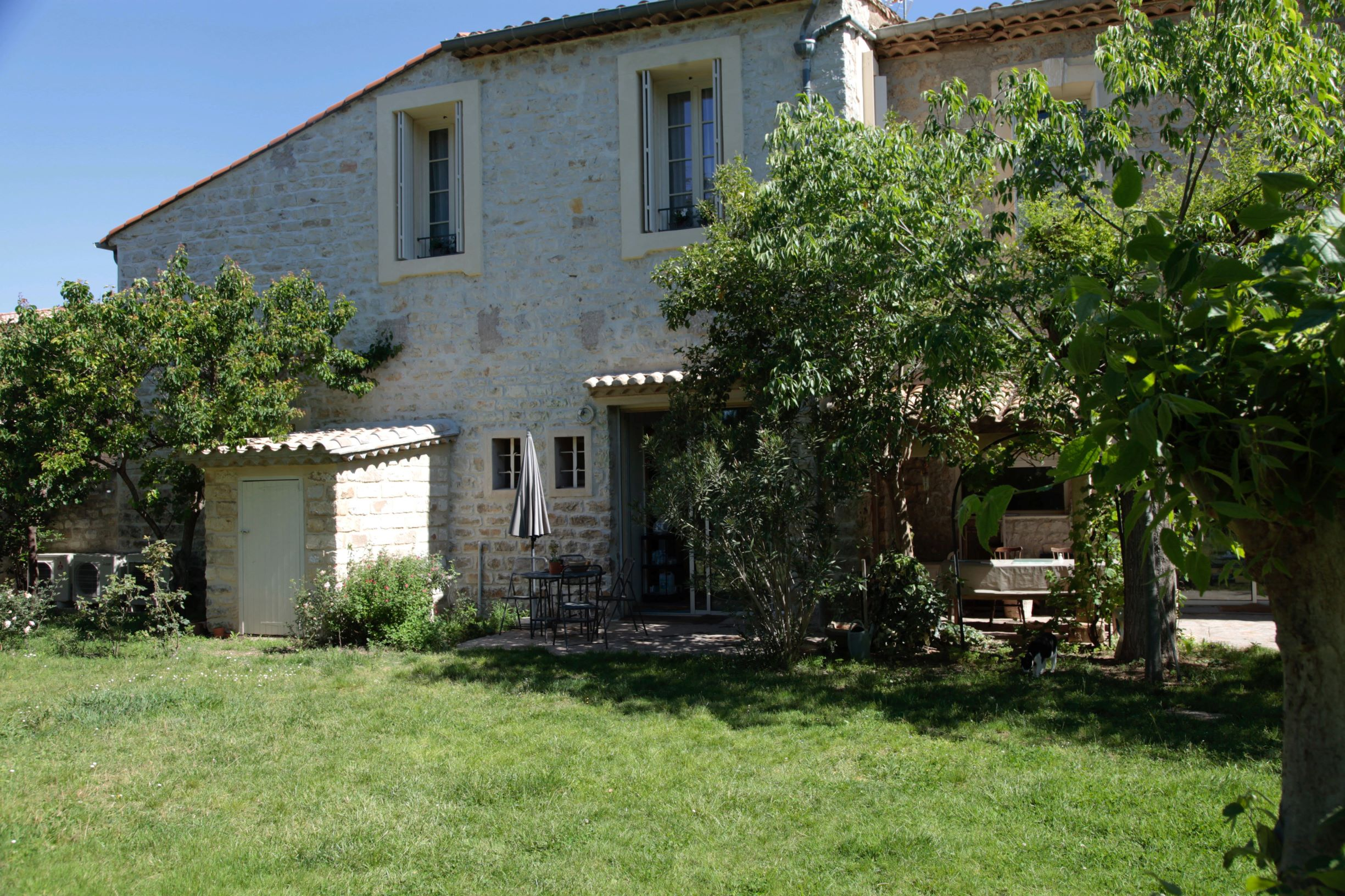 bed and bedrooms Le Clos Du Theron France Herault.  garden