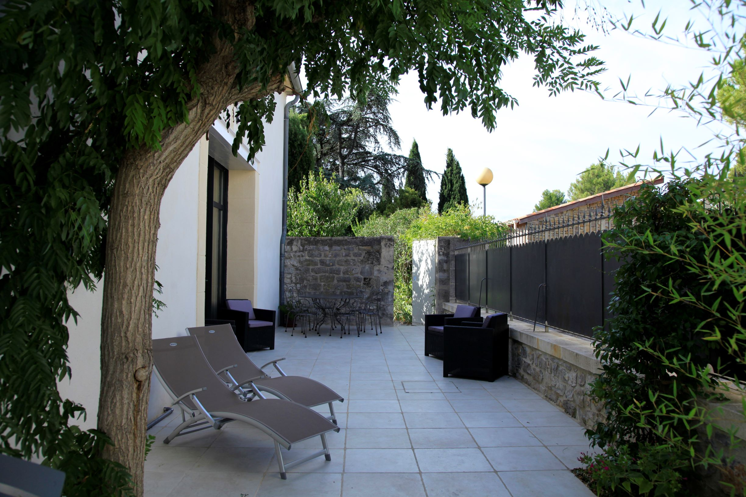 bed and bedrooms Le Clos Du Theron France Herault.  terrasse south west