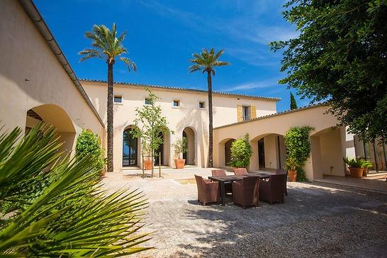 Villa-Santanyi-Innenhof.jpg