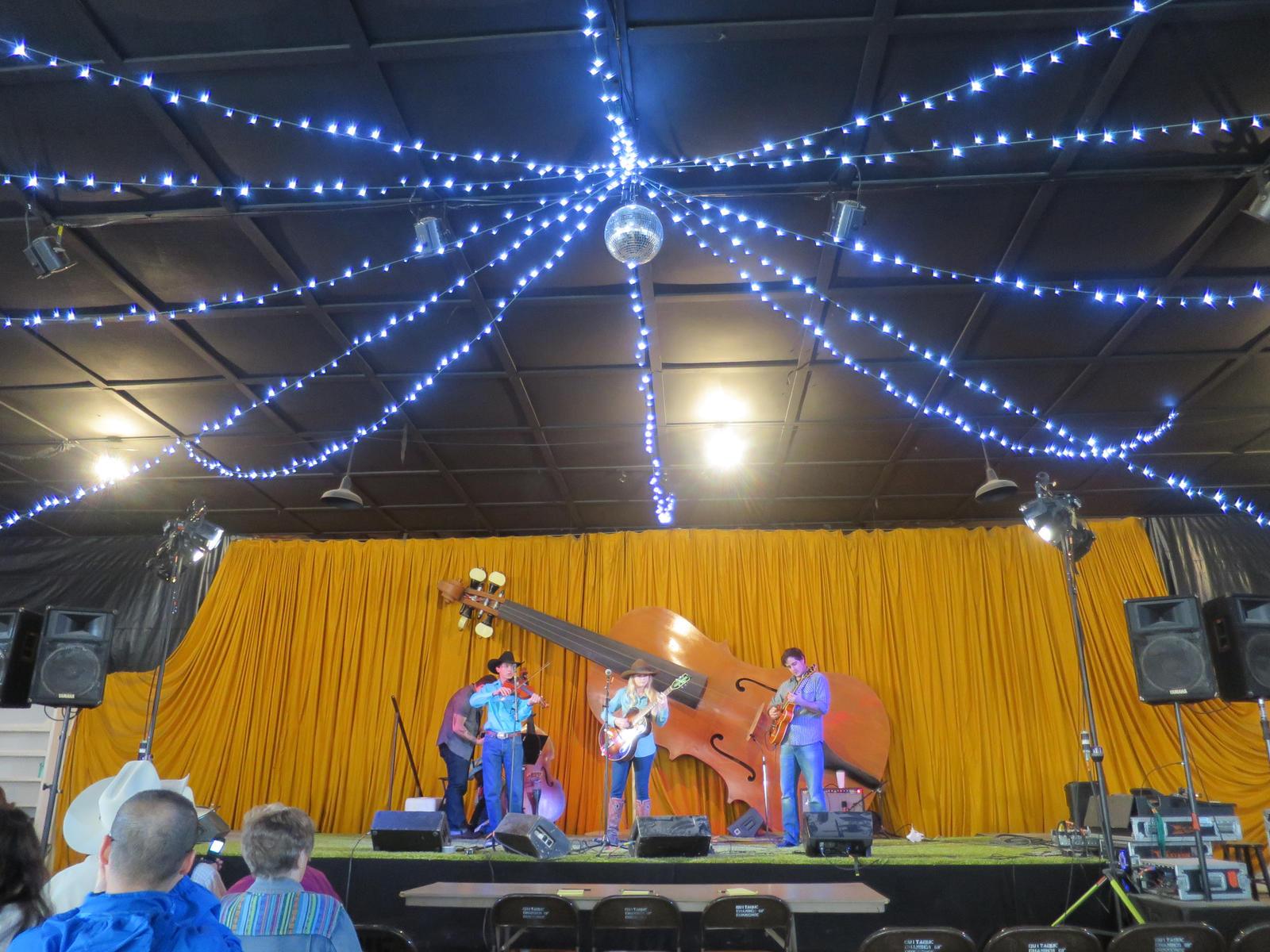 Mikki performing