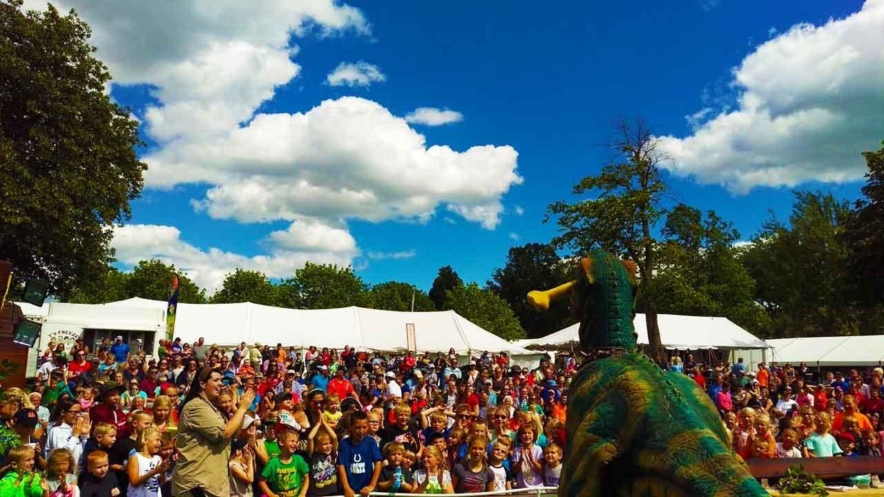 Crowds at Jurassic Kingdom