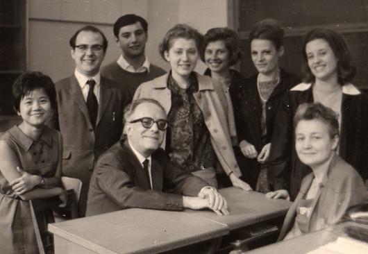 1963 con la moglie e con gli allievi in Conservatorio a Milano.jpg