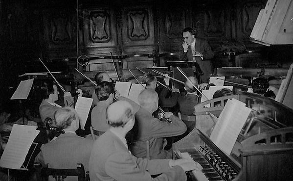 1953 direttore d'orchestra.jpg