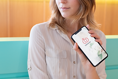 iphone-xs-max-mockup-featuring-a-blonde-
