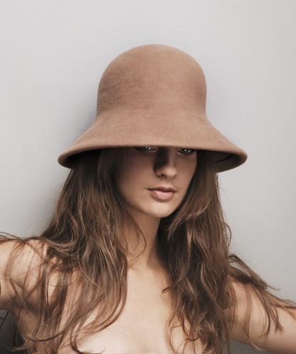 5. Nagy karimás téli kalap