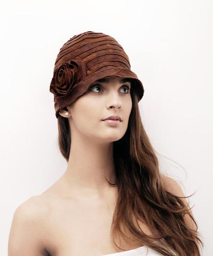 7. Anyag csíkokból összevarrt nyári kalap