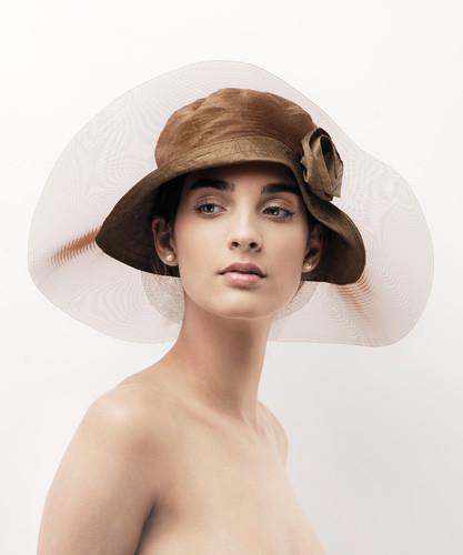 3. Romantikus taft alkalmi kalap