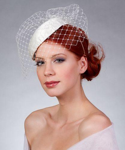 1. Törtfehér tok kalap, menyasszonyi fejdísz