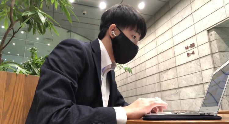 宇田川雄翔とパソコンの画像