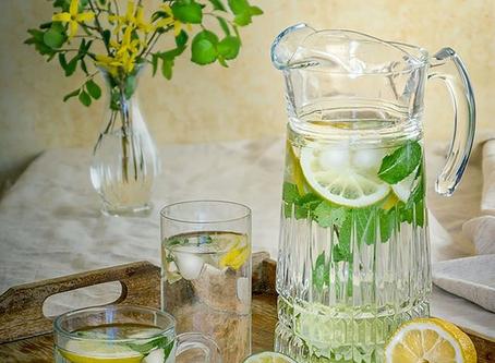 Warmes Wasser trinken