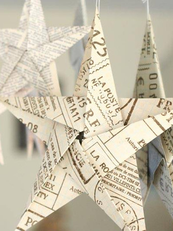 x5-pointed-origami-stars-hanging-on-mirr