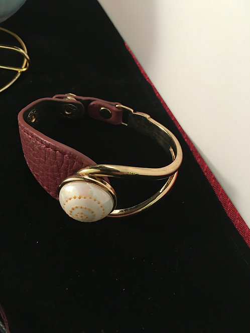 3C   BRACELET WITH LEATHER STRAP AND ENAMEL & LUSTER INSERT