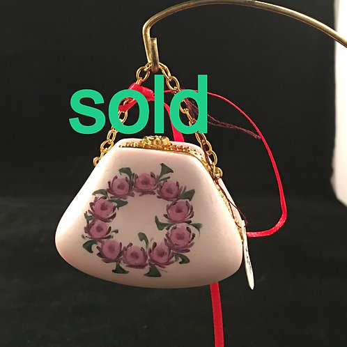4AW   PURSE ORNAMENT WITH ROSES