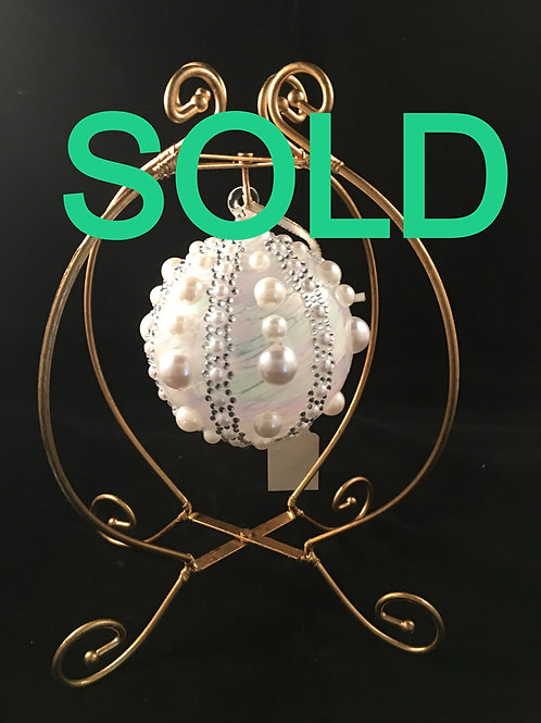 1SAL LARGE GLASS ORNAMENT WITH PEARL AND CRYSTAL ACCENTS