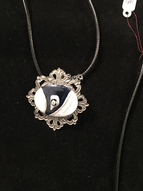 9C  PENDANDT WITH BLACK AND WHITE WITH RED DOT