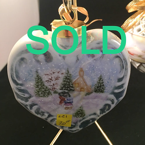 LC1 HEART ORNAMENT WITH SNOW SCENE (DOUBLE SIDED)