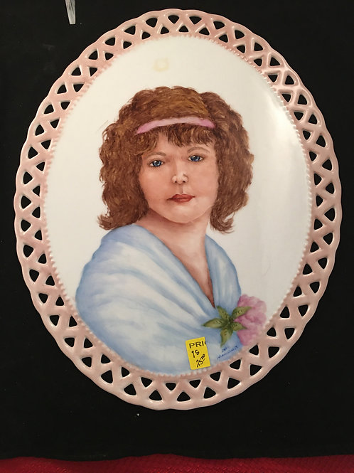 1S   PORTRAIT ON RETICULATED OVAL TILE