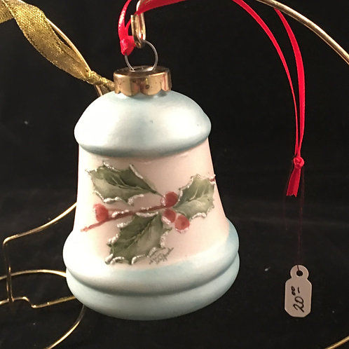 6AW   BELL ORNAMENT WITH HOLLY