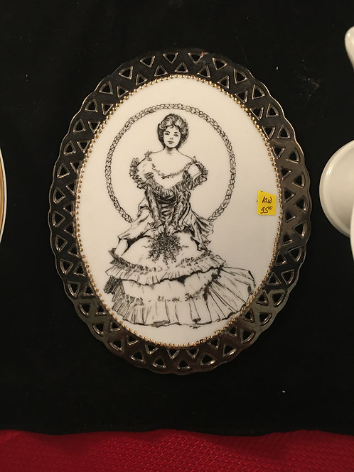 1AW RETICULATED OVAL WITH PENWORK WOMAN