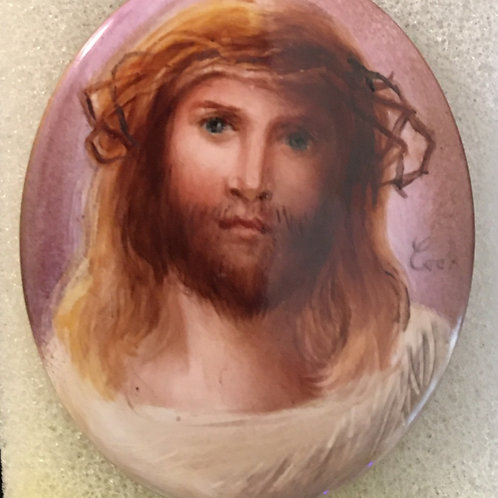 CB11 JESUS ON OVAL PENDANT