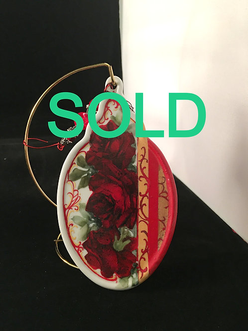1MEG   RED ROSE ORNAMENT OVAL