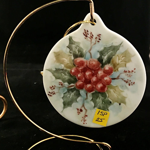 1SP - ROUND HOLLY ORNAMENT WITH LUSTER BACKGROUND