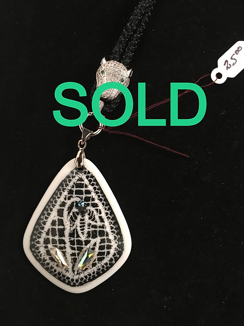 7C  TEARDROP PENDANT WITH BLACK AND WHITE AND DICHROIC GLASS ENHANCEMENTS